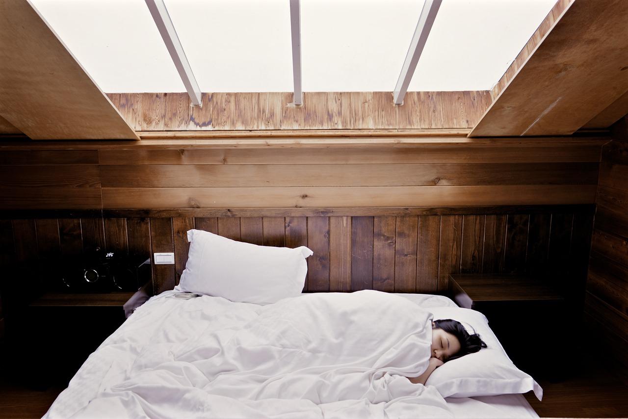 Światło niebieskie a jakość snu