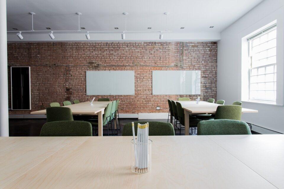 Dekoracja ściany w biurze