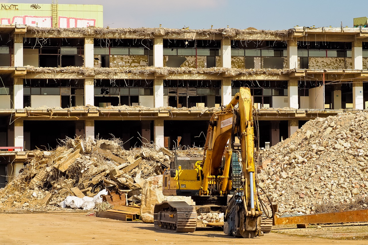 Wyrzucanie odpadów z budowy